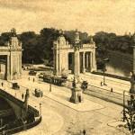 Charlottenburger Tor mit Brücke und Kandelaber