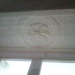 Stuckleibung Sturz(Mittelfenster) fertig restauriert und gestrichen